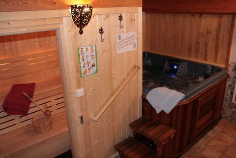 Espace d tente avec spa hammam sauna saint v ran en for Espace sauna hammam